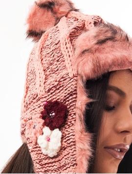 Caciula Tricotata Cu Urechi, Blanita Si Floricele Roz