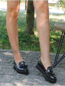 Pantofi Dama Lucioasi Cu Franjuri Negri