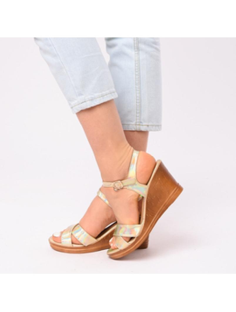 Sandale Dama Cu Platforma Adriana Aurii